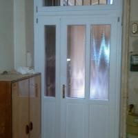 fehér fa bejárati ajtó