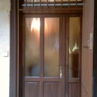 váltószárnyas ajtó felső ablakkal