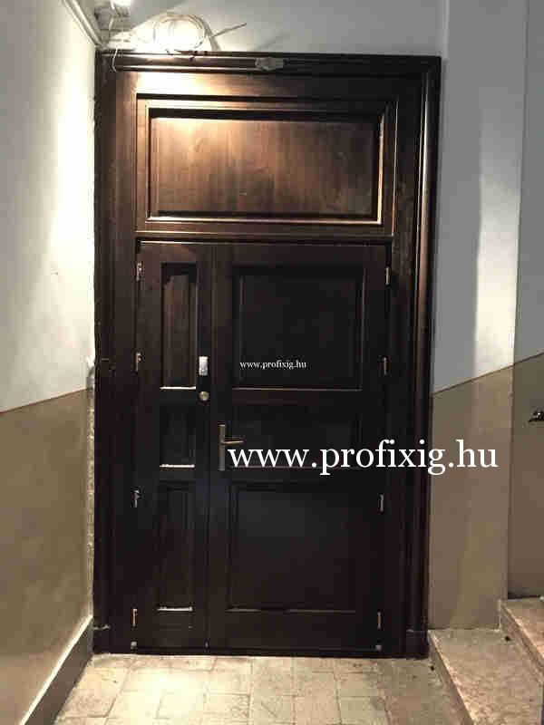 Óvoda fa bejárati ajtó