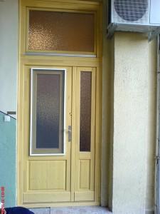 kétszárnyú bejárati ajtó