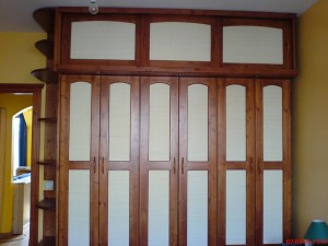 Kétszínű gardrob szekrény