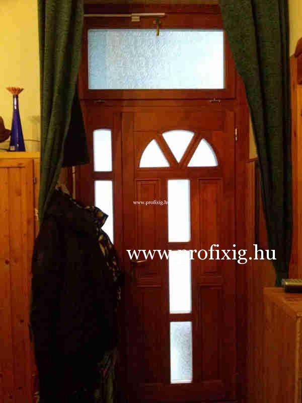 8.ker bejárati ajtó