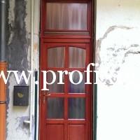 8 kazettás ajtó nyitható ablakkal