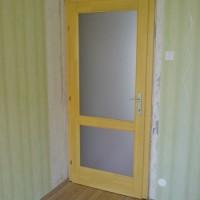 társasházi belsőtéri ajtó