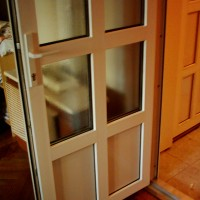 műanyag beltéri ajtó üveges