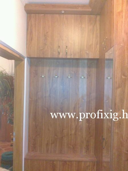 Beépített előszobabútor