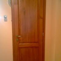 festett fa beltéri ajtó