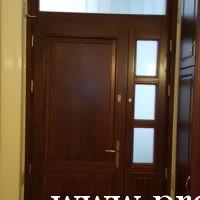 Kétszárnyú üveges bejárati ajtó