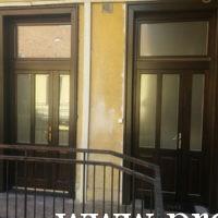 Kétszárnyú tejüveges fa bejárati ajtók