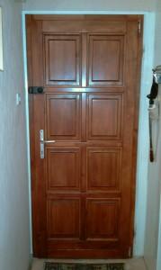 Befelé nyíló egyszárnyú ajtó