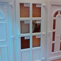 Bejárati ajtó egyedi méretre gyártva
