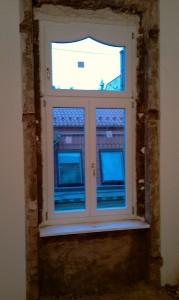 műemlék lakás ablakcsere purhabozva, beépítve