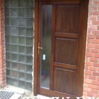 Családi ház üveges bejárati ajtó csere
