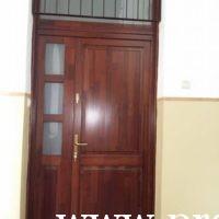 Üveges lépcsőházi fa ajtó