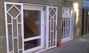 Üveges műanyag bejárati ajtó