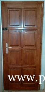 Panellakás ajtó