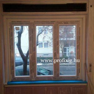 Műanyag ablak beépítése fa tokba